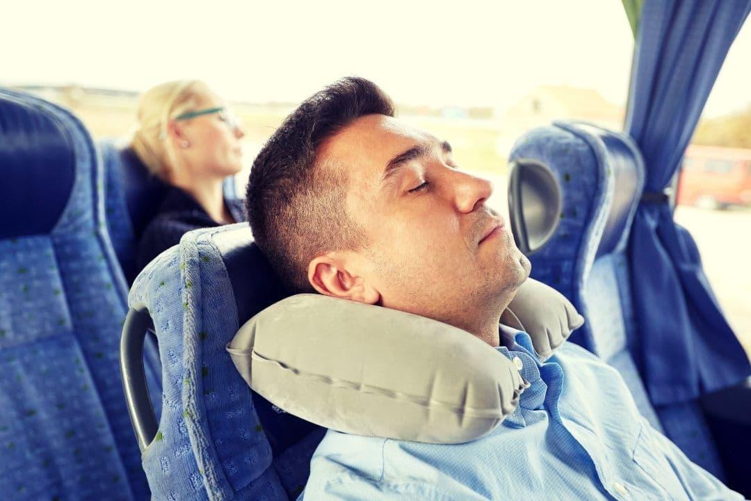 Poduszka podróżna – doskonały relaks
